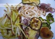 Parrillada de verduras con spaghetti de calamar
