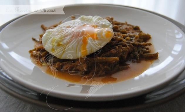 Tagarninas esparragadas con huevo poché
