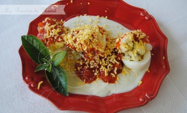 Huevos rellenos de jamón y gambas