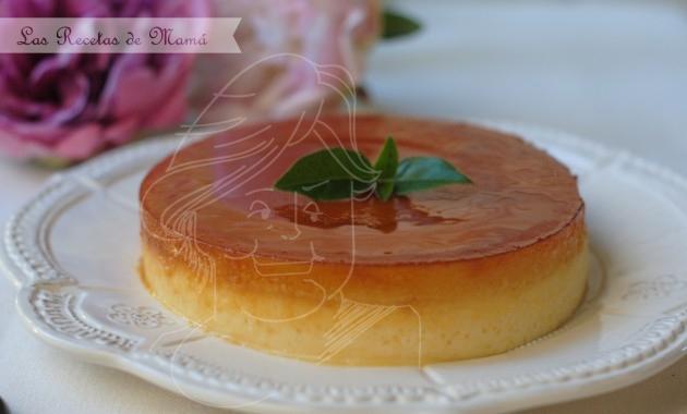 Tocino de cielo sobre tarta de queso