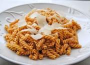 espirales de pasta con parmesano y piñones - 02526