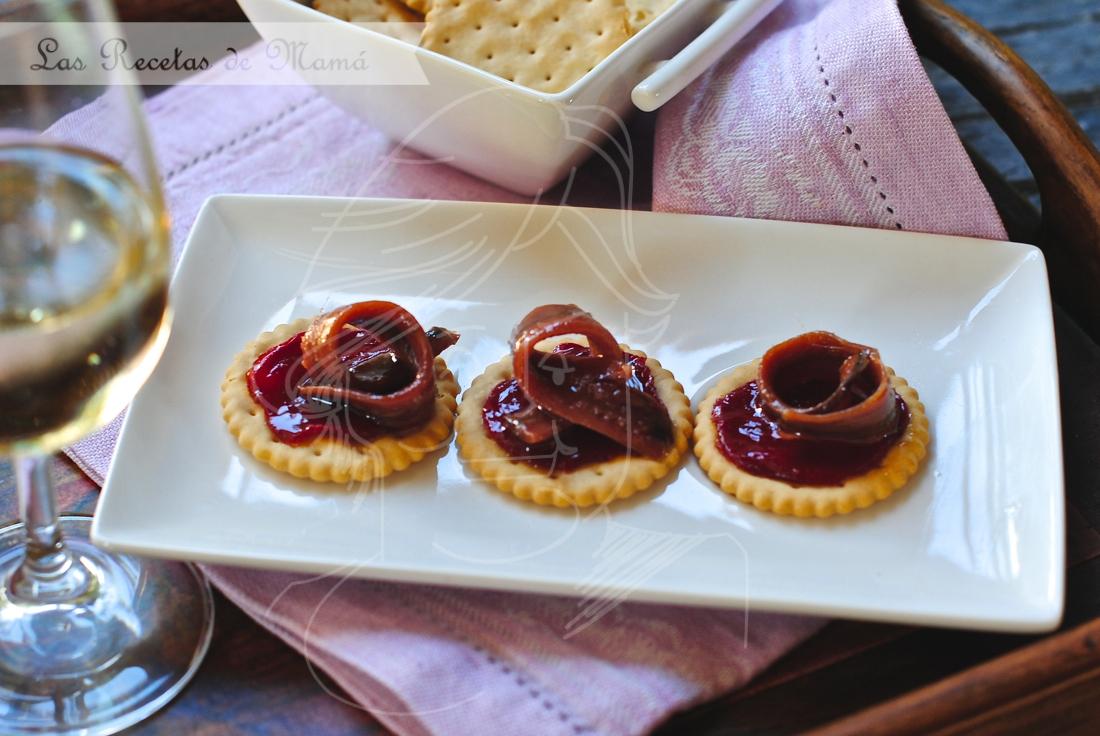 Anchoas sobre pimientos del piquillo caramelizados