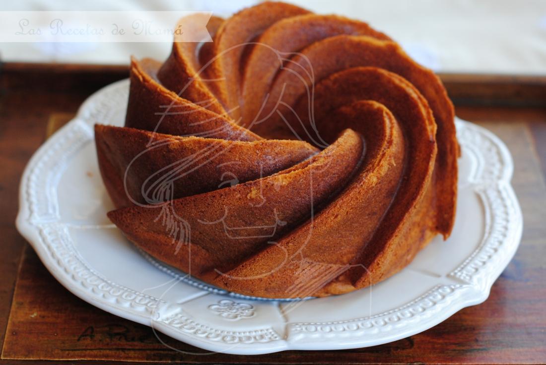 Bundt cake de nata batida y vainilla
