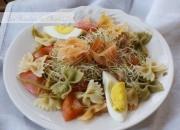 Ensalada fresca de pasta y salmón