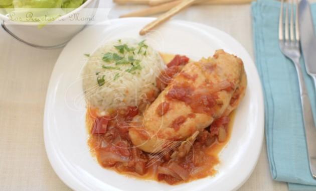 Pechugas de pollo en salsa roja