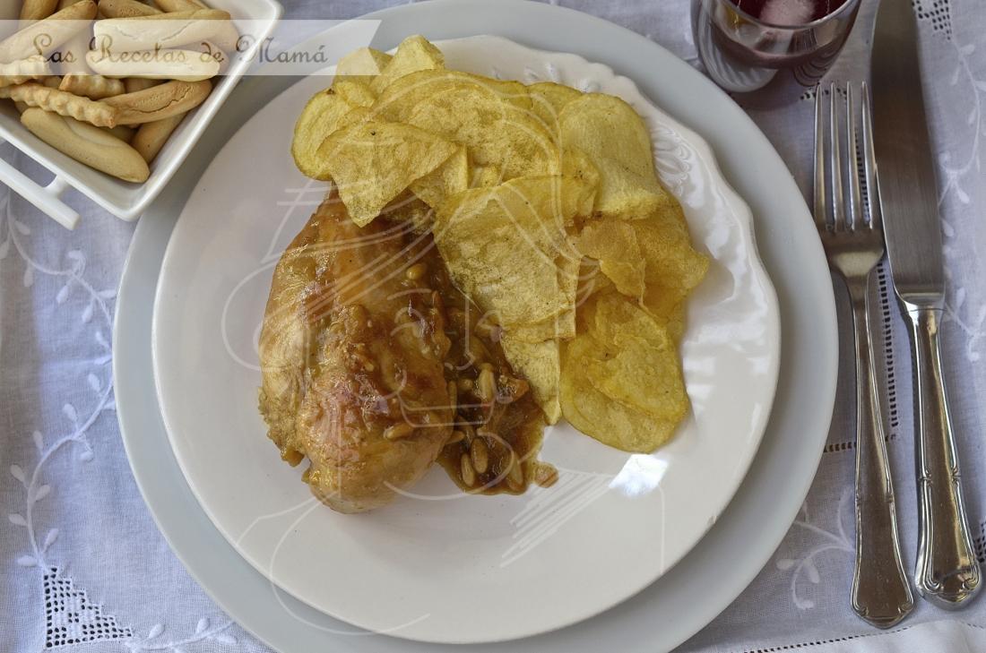 Receta de pollo encebollado en salsa de piñones