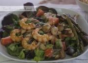 Ensalada templada de langostinos y champiñón. Video receta