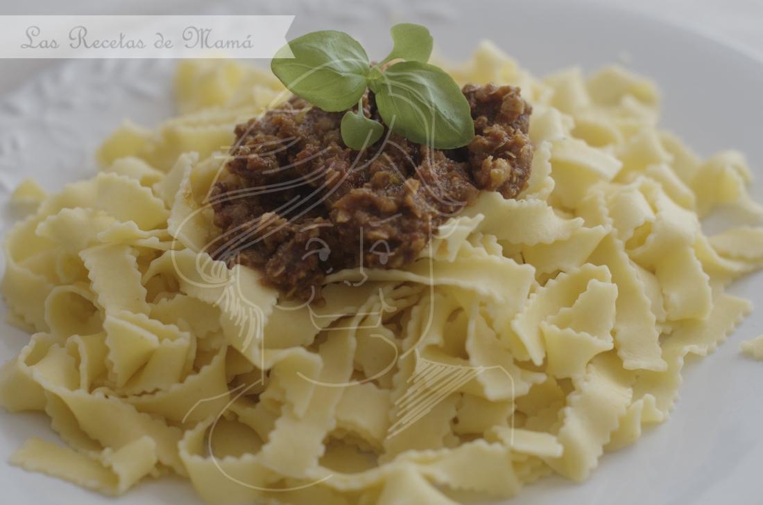 Pesto rojo de pistachos con tagliatelle. Video receta