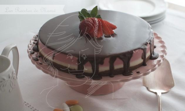 Tarta de fresas con nata y chocolate. Video receta