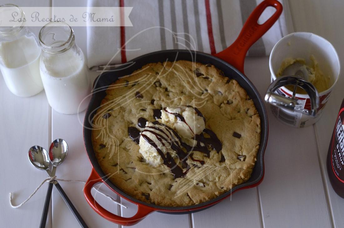 Skillet Chocolate Chip Cookie. Video receta