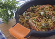 "Espaguetis ""frutti di mare"". Video receta"