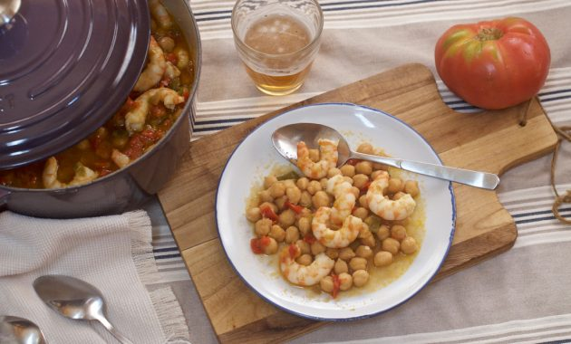 Garbanzos con langostinos. Video receta