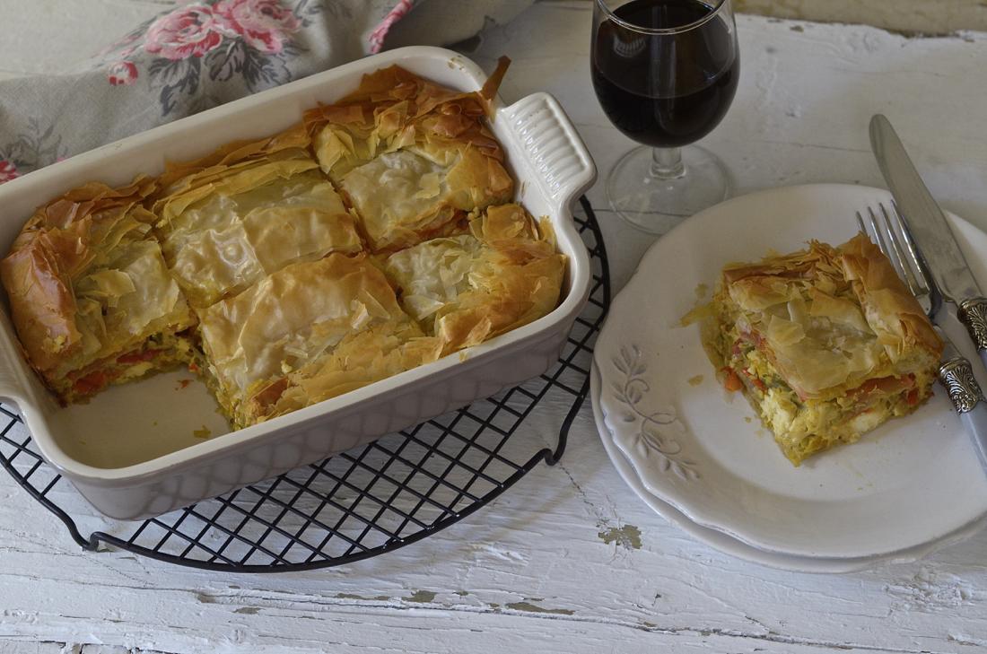 Empanada griega de pimientos y queso. Video receta