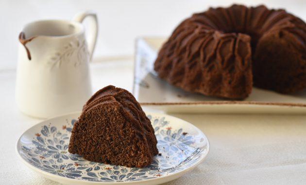 Bizcocho sencillo de chocolate. Video receta