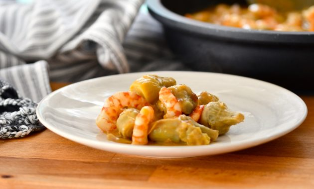 Alcachofas con langostinos. Video receta